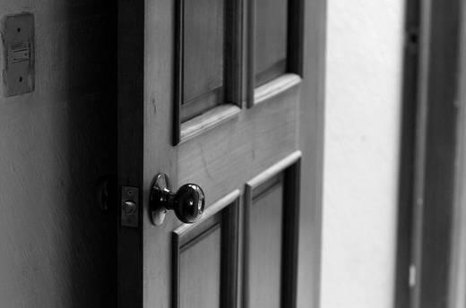 ¿Cómo abrir sin dañar puertas corredizas?