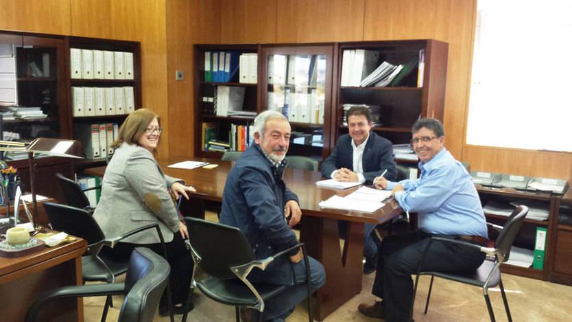 Reunión de los ribereños con Antonio Luengo
