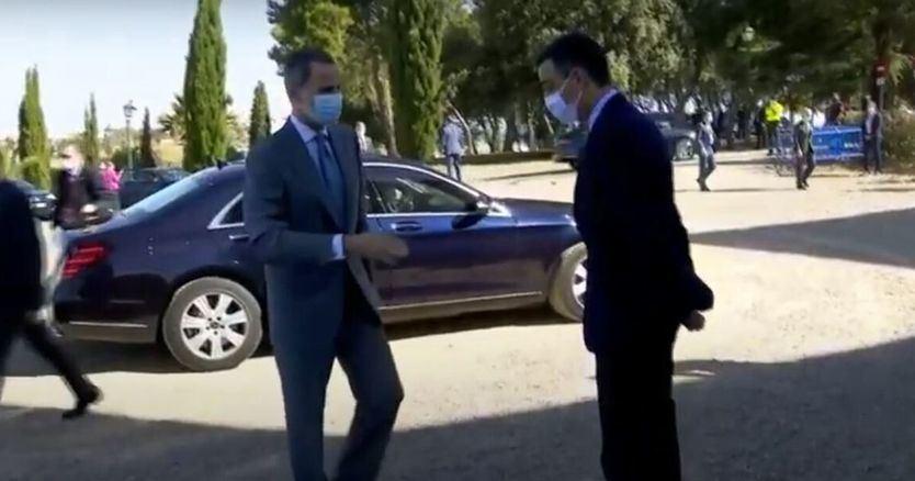 Sánchez le negó el saludo al rey Felipe por esto