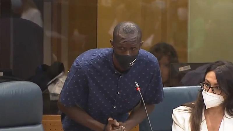 Acusan a Vox de 'racismo' en la Asamblea de Madrid por un rifirrafe entre Monasterio y Serigne Mbayé