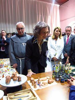 La Reina Sofía visita la nueva casa tutelada de Hellín (Albacete)