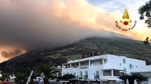 El estallido del volcán italiano de Stromboli deja una víctima mortal y numerosas evacuaciones de emergencia