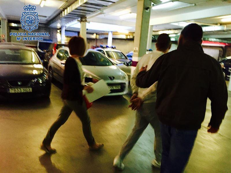 Detenidos por el asalto a un piso mientras el dueño tenía relaciones con una prostituta
