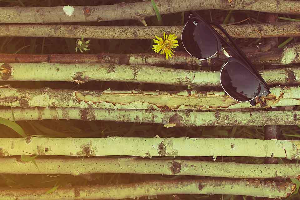 af4bb12163 Comprar unas gafas de sol nunca ha sido tan fácil como hoy en día. Gracias  a tiendas online como ojoxojo.es tenemos todos los modelos del mercado a  precios ...
