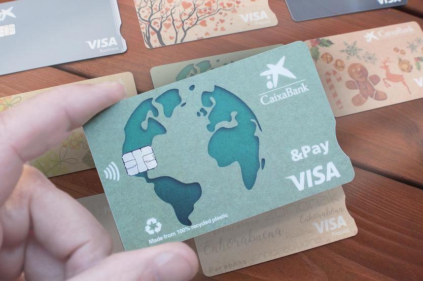 Tarjeta Visa & Pay reciclada de CaixaBank
