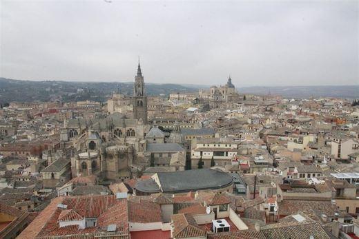 Adecco seleccionará 60 personas en Toledo para trabajar como figurantes en una serie de época nacional
