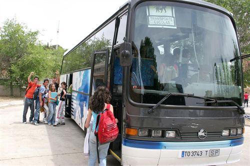 Las Cortes debatirán una propuesta de IU sobre la gratuidad del transporte escolar