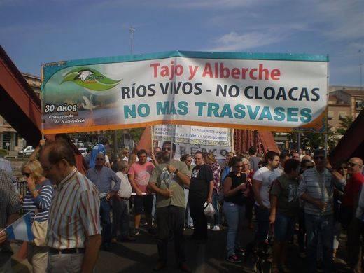 Miles de personas piden el fin del trasvase Tajo-Segura