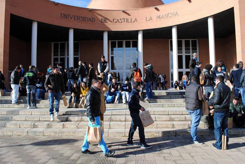 La UCLM convoca las ayudas para estudiantes en situaciones especiales