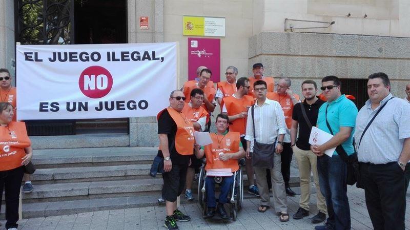 Trabajadores de la ONCE se concentran en toda España contra el juego ilegal