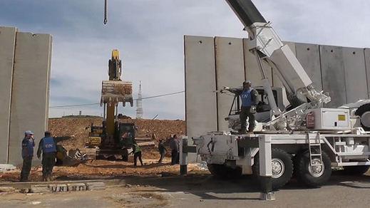 España colabora en la retirada del muro entre Líbano e Israel mientras mantiene sus vallas en Ceuta y Melilla