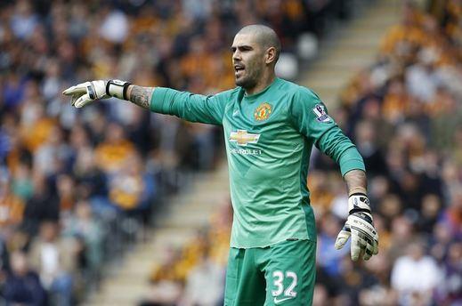 Valdés sigue en caída libre: Van Gaal carga contra él y le echa del Manchester
