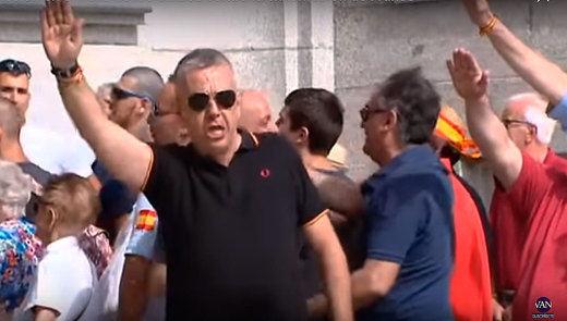 La Policía miró hacia otro lado ante la ilegal exaltación franquista en el Valle de los Caídos