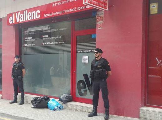 Registran la sede del semanario 'El Vallenc' en busca de material electoral del referéndum del 1-O