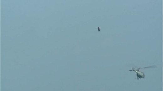 Un inventor francés cae con su tabla voladora intentando cruzar el Canal de la Mancha