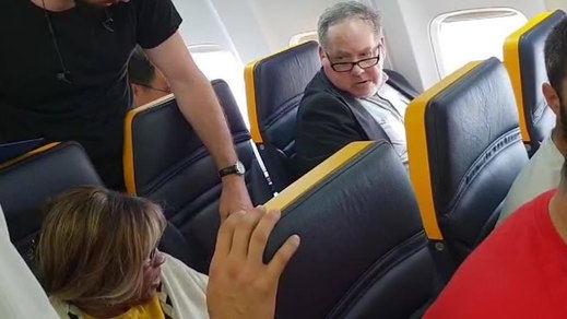 Ryanair explica la otra cara del incidente racista en su vuelo de Barcelona