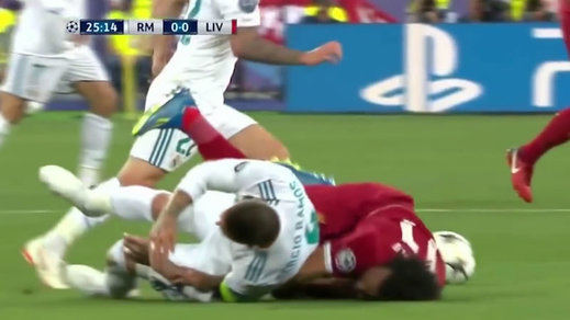 Lesión de Ramos a Salah: un nuevo vídeo reabre el debate sobre quién agarró a quién