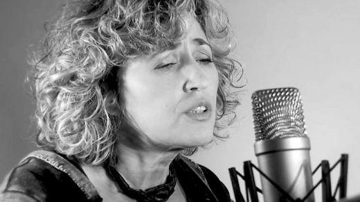 La polifacética intérprete Laura Granados nos pide 'Permiso para acariciar' con la mejor música