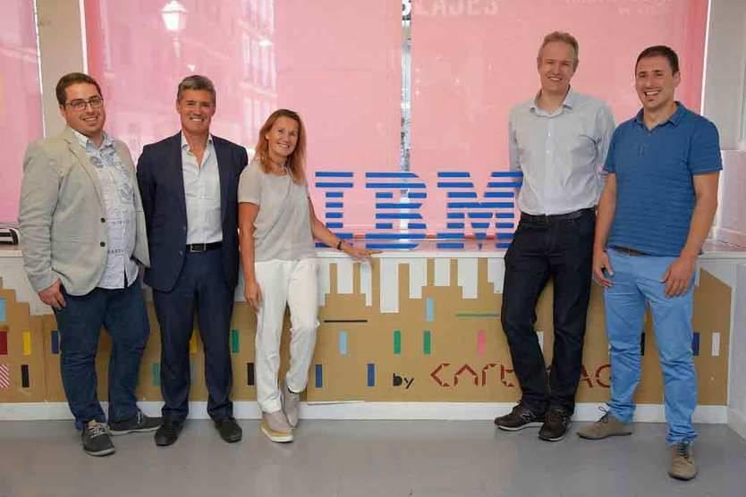 De izq. a dcha., Joan Carles Pons, responsable tecnológico de HIPRA; Julio Sergio Palmero, consejero delegado de ODF; Angel Moreu, directora de Cloud de IBM; Sam Lown, director de Tecnología de Cabify; y Xoan González, CTO de SetPay