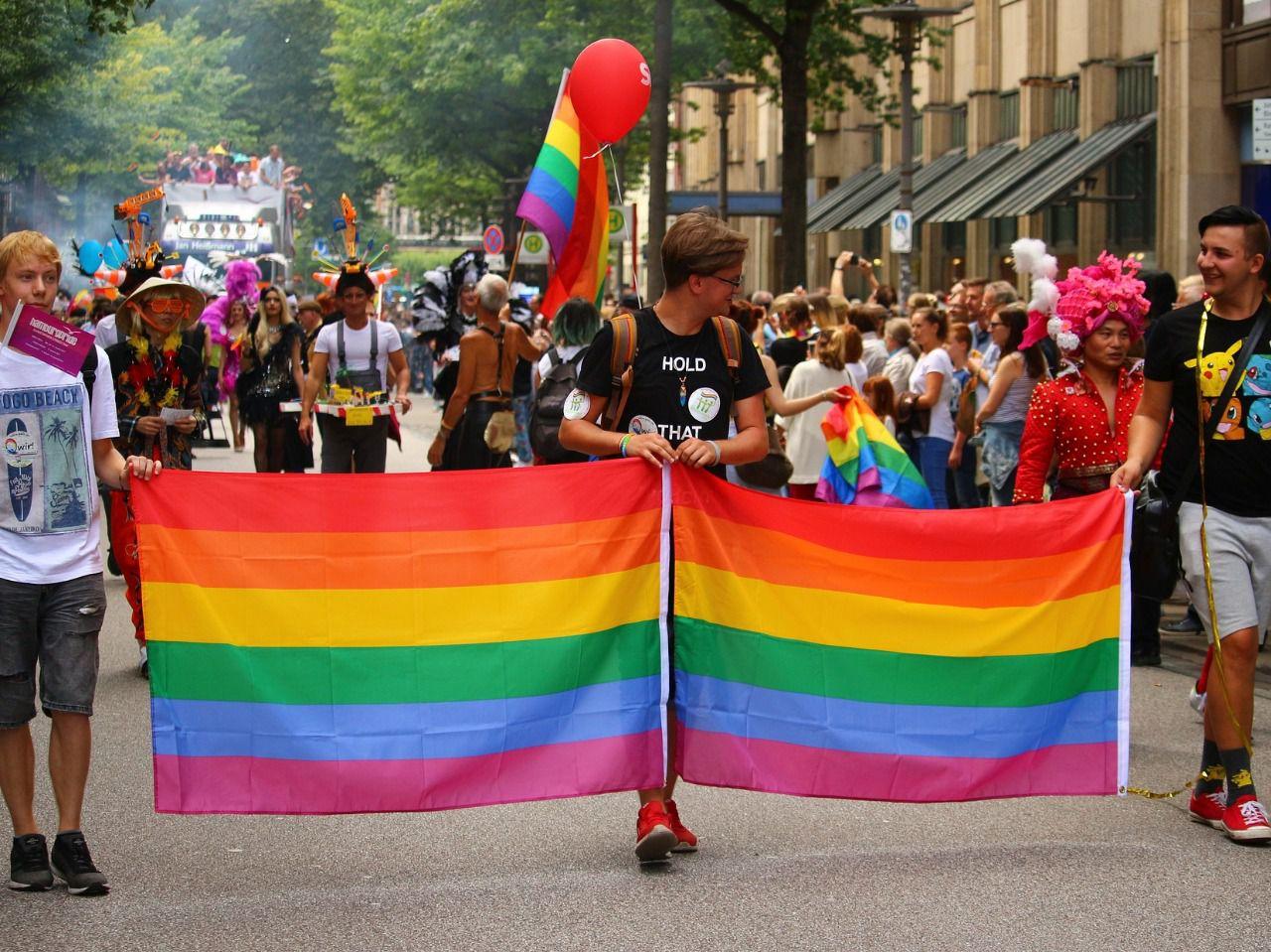 iniciales de gays lesbianas y homsexuales